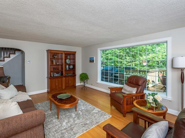 Detached at 295 Avenue Rd, Newmarket, Ontario. Image 12