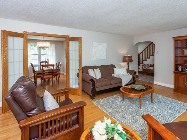 Detached at 295 Avenue Rd, Newmarket, Ontario. Image 14