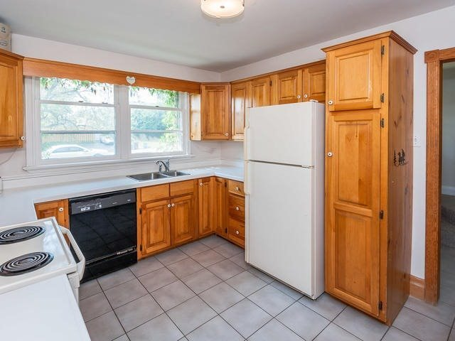 Detached at 295 Avenue Rd, Newmarket, Ontario. Image 17