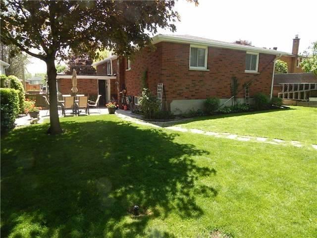 Detached at 103 Luxury Ave, Bradford West Gwillimbury, Ontario. Image 9