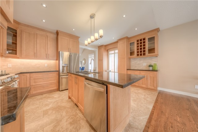 Detached at 86 Vellore Ave, Vaughan, Ontario. Image 3