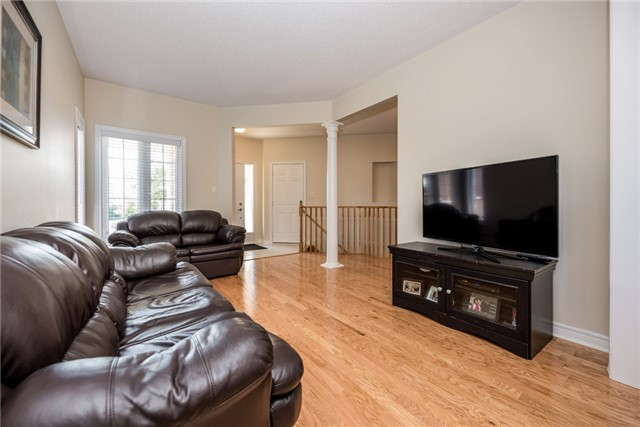 Detached at 1247 Mary-Lou St, Innisfil, Ontario. Image 10