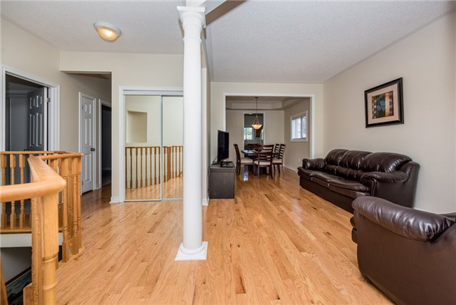 Detached at 1247 Mary-Lou St, Innisfil, Ontario. Image 11