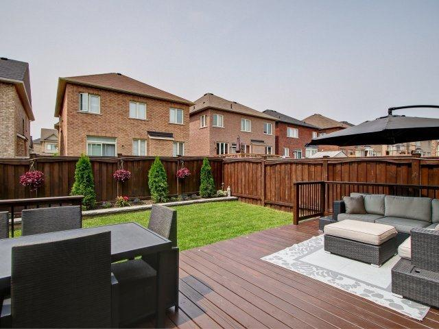 Detached at 18 Philip Brown Ave, Whitchurch-Stouffville, Ontario. Image 10