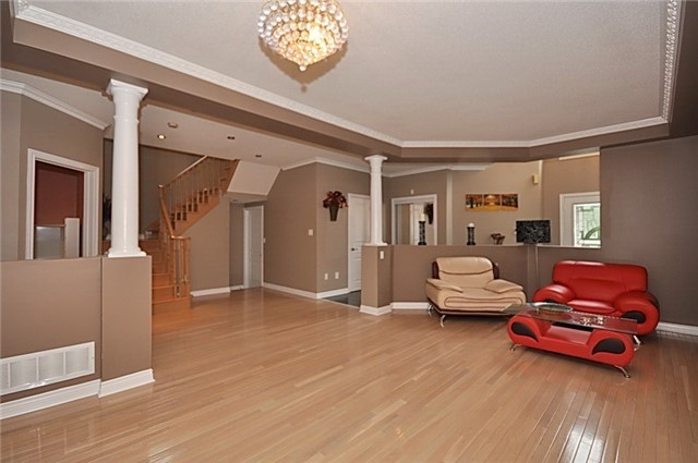 Detached at 152 Colesbrook Rd, Richmond Hill, Ontario. Image 15