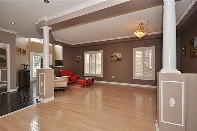 Detached at 152 Colesbrook Rd, Richmond Hill, Ontario. Image 16