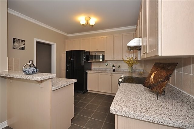 Detached at 152 Colesbrook Rd, Richmond Hill, Ontario. Image 17