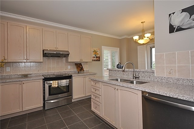 Detached at 152 Colesbrook Rd, Richmond Hill, Ontario. Image 18