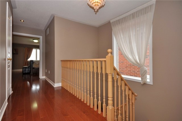 Detached at 152 Colesbrook Rd, Richmond Hill, Ontario. Image 2