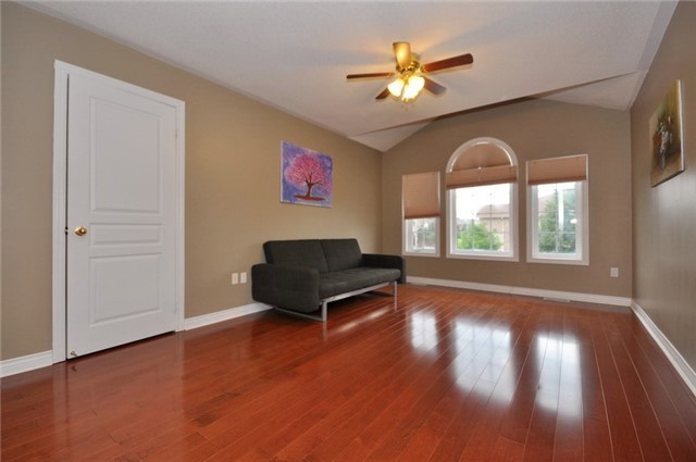 Detached at 152 Colesbrook Rd, Richmond Hill, Ontario. Image 7