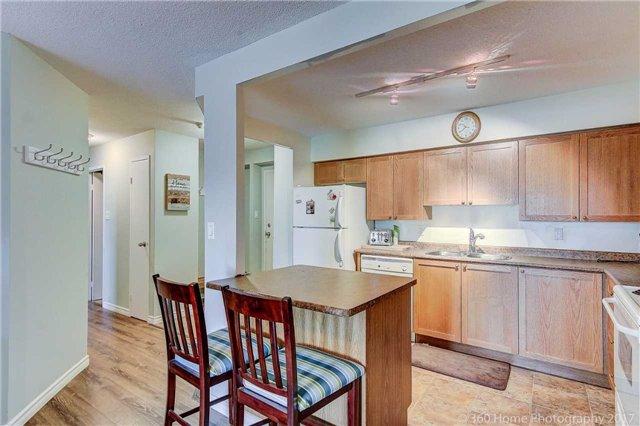 Condo Apartment at 260 Davis Dr, Unit 403, Newmarket, Ontario. Image 1