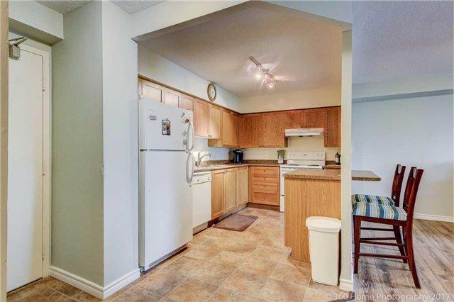 Condo Apartment at 260 Davis Dr, Unit 403, Newmarket, Ontario. Image 15