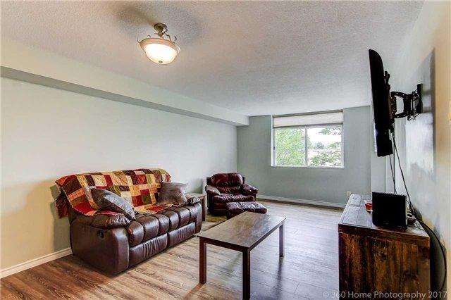 Condo Apartment at 260 Davis Dr, Unit 403, Newmarket, Ontario. Image 3