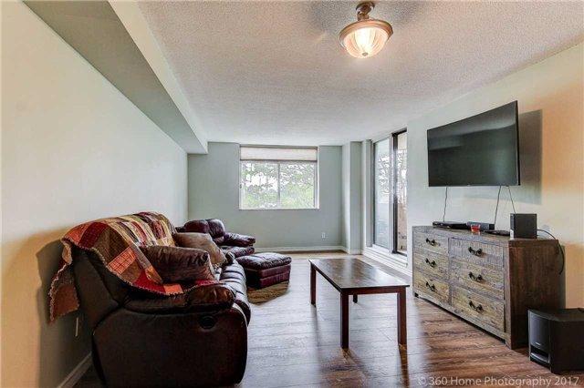Condo Apartment at 260 Davis Dr, Unit 403, Newmarket, Ontario. Image 4