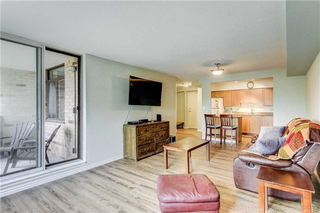 Condo Apartment at 260 Davis Dr, Unit 403, Newmarket, Ontario. Image 6