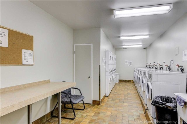 Condo Apartment at 260 Davis Dr, Unit 403, Newmarket, Ontario. Image 11