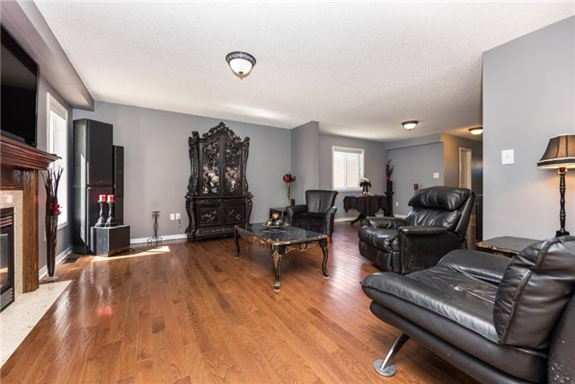 Detached at 1329 Lowrie St, Innisfil, Ontario. Image 13