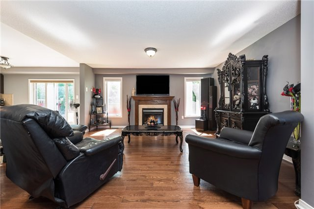 Detached at 1329 Lowrie St, Innisfil, Ontario. Image 15