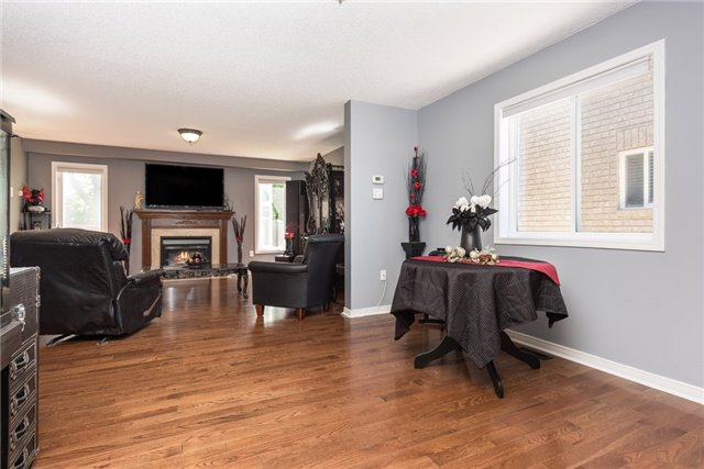 Detached at 1329 Lowrie St, Innisfil, Ontario. Image 2
