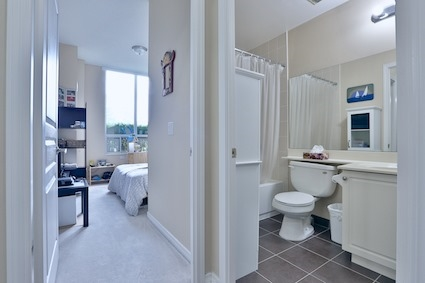 Condo Apartment at 350 Red Maple Rd, Unit 111, Richmond Hill, Ontario. Image 16