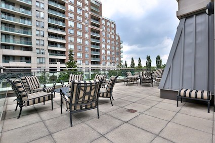 Condo Apartment at 350 Red Maple Rd, Unit 111, Richmond Hill, Ontario. Image 8