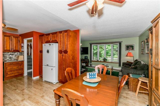 Detached at 3841 East St, Innisfil, Ontario. Image 12