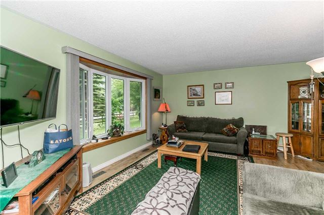 Detached at 3841 East St, Innisfil, Ontario. Image 15