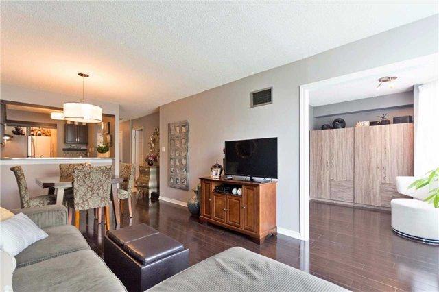 Condo Apartment at 309 Major Mackenzie Blvd, Unit 206, Richmond Hill, Ontario. Image 16