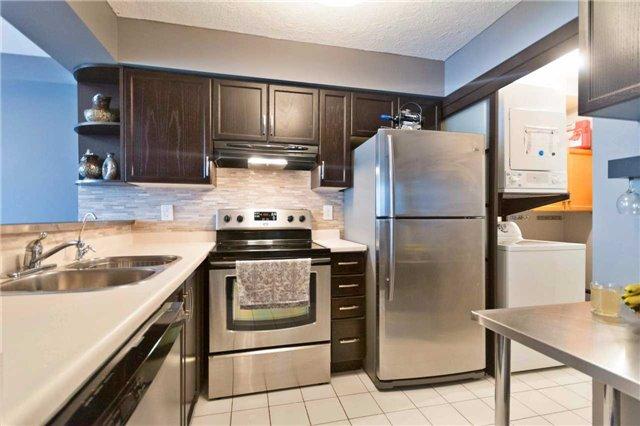 Condo Apartment at 309 Major Mackenzie Blvd, Unit 206, Richmond Hill, Ontario. Image 18