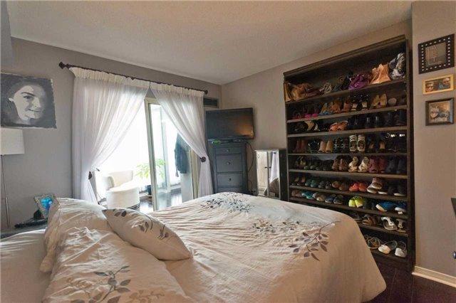 Condo Apartment at 309 Major Mackenzie Blvd, Unit 206, Richmond Hill, Ontario. Image 3