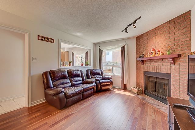 Detached at 34 Mandel Cres, Richmond Hill, Ontario. Image 12