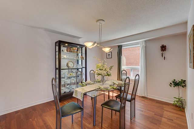 Detached at 34 Mandel Cres, Richmond Hill, Ontario. Image 16