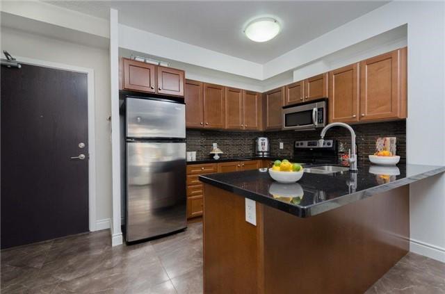 Condo Apartment at 281 Woodbridge Ave, Unit 407, Vaughan, Ontario. Image 16