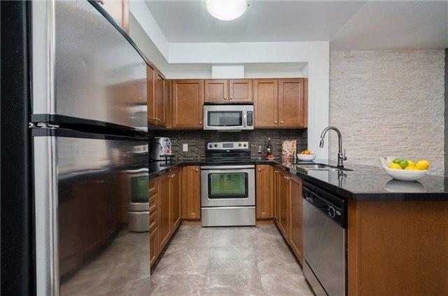 Condo Apartment at 281 Woodbridge Ave, Unit 407, Vaughan, Ontario. Image 17