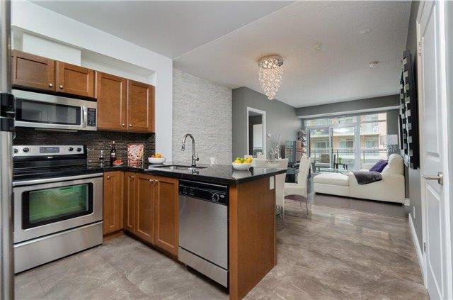 Condo Apartment at 281 Woodbridge Ave, Unit 407, Vaughan, Ontario. Image 18