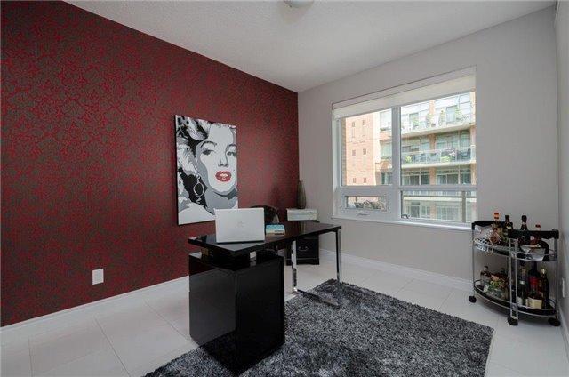 Condo Apartment at 281 Woodbridge Ave, Unit 407, Vaughan, Ontario. Image 4