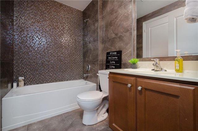 Condo Apartment at 281 Woodbridge Ave, Unit 407, Vaughan, Ontario. Image 5