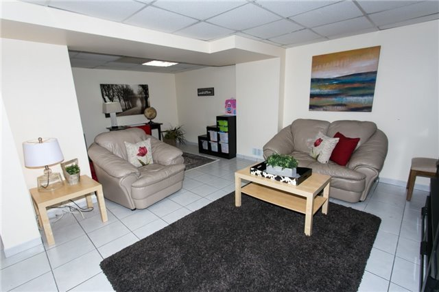 Link at 74 Covent Cres, Aurora, Ontario. Image 7