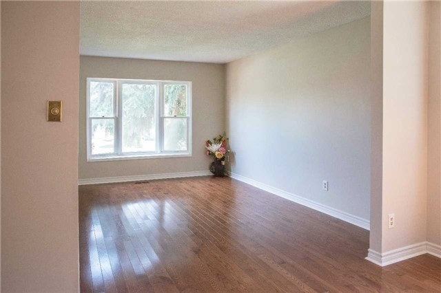 Detached at 214 Sheffield St, Newmarket, Ontario. Image 14