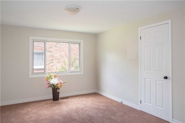 Detached at 214 Sheffield St, Newmarket, Ontario. Image 3