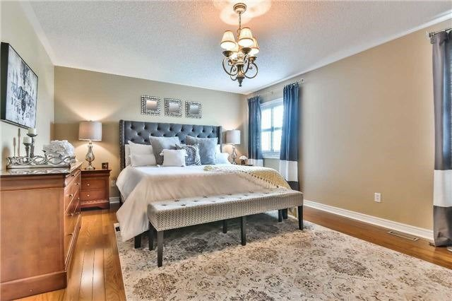 Detached at 131 Barberry Cres, Richmond Hill, Ontario. Image 2