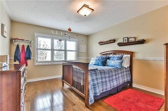 Detached at 131 Barberry Cres, Richmond Hill, Ontario. Image 3