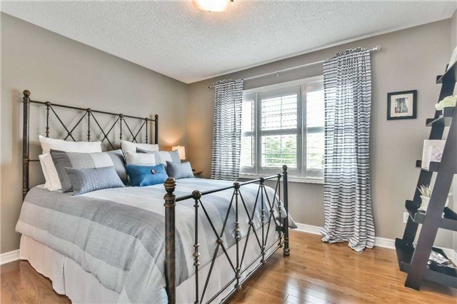 Detached at 131 Barberry Cres, Richmond Hill, Ontario. Image 4