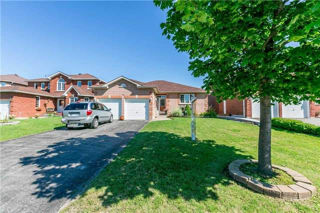 Detached at 15 Pace Cres, Bradford West Gwillimbury, Ontario. Image 1