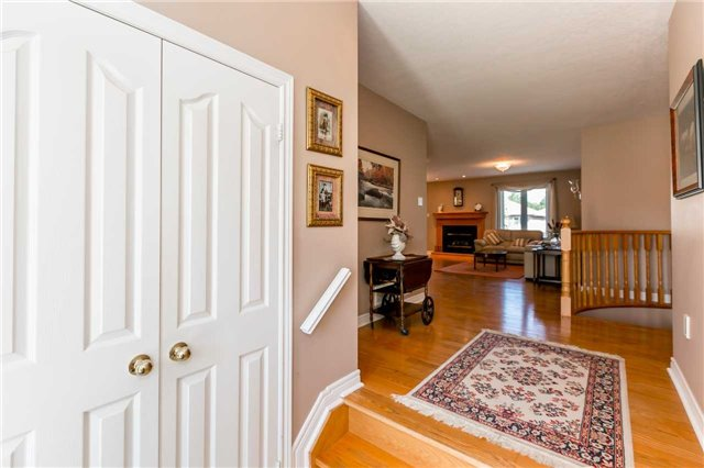 Detached at 15 Pace Cres, Bradford West Gwillimbury, Ontario. Image 10