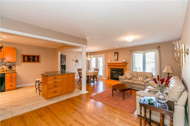 Detached at 15 Pace Cres, Bradford West Gwillimbury, Ontario. Image 11