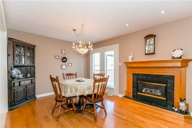 Detached at 15 Pace Cres, Bradford West Gwillimbury, Ontario. Image 12