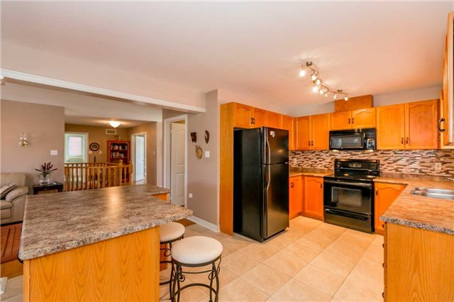 Detached at 15 Pace Cres, Bradford West Gwillimbury, Ontario. Image 13
