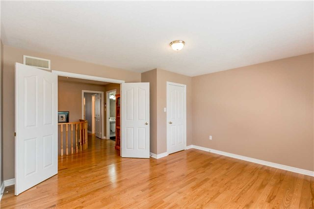 Detached at 15 Pace Cres, Bradford West Gwillimbury, Ontario. Image 14