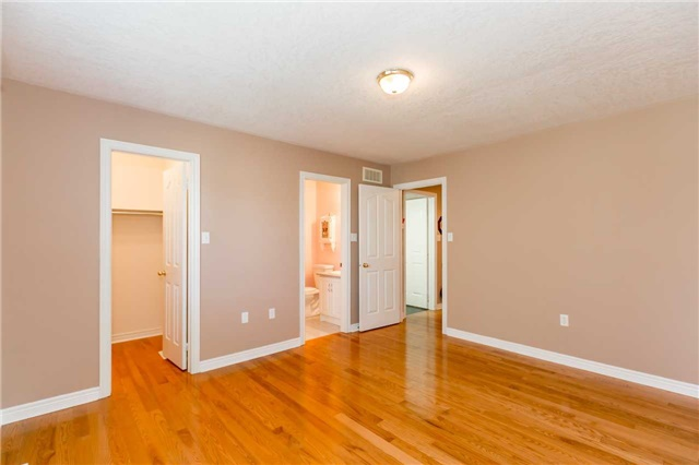 Detached at 15 Pace Cres, Bradford West Gwillimbury, Ontario. Image 16